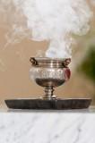 Kadidlo zapálené na počest vysvěcení oltáře